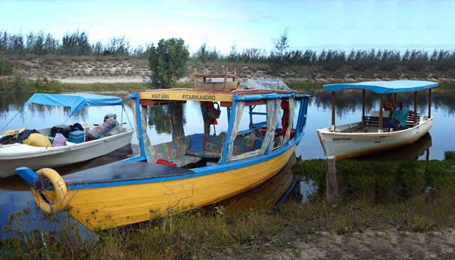 Madagascar Travel & Tours fleet on the Canal des Pangalanes.